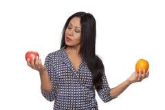 versus Latina jabłczana przypadkowa pomarańcze fotografia stock
