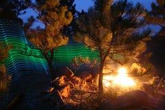 Vert abstrait et lumière bleue de tache floue de mouvement photographie stock