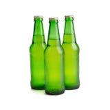 Vert de bouteille à bière d'isolement sur le fond blanc Photo stock
