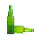 Vert de bouteille à bière d'isolement sur le fond blanc Image libre de droits