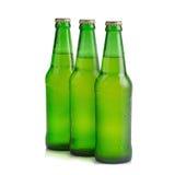 vert de bouteille à bière sur le fond blanc Image libre de droits