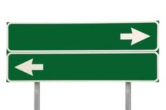Vert de flèche du signe de route de carrefours deux d'isolement Photos stock
