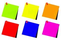 Vert de post-it, bleu, jaune, rouge, orange et rose avec le CCB blanc Photographie stock