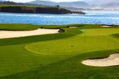 Vert de terrain de golf Images libres de droits