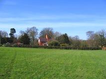 Vert de village dans le village de Cheshire d'Aldford Photographie stock libre de droits