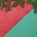 Vert et fond rouge brillant d'année de Noël ou nouvelle avec la conception minimalistic Images stock