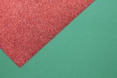 Vert et fond rouge brillant d'année de Noël ou nouvelle avec la conception minimalistic Images libres de droits