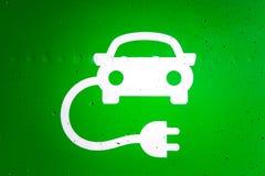 Vert et tandis que symbole de station de charge de voiture électrique Images stock