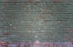 Vert industriel grunge carrelé et fond rouge de mur de briques à Kiev, Ukraine image libre de droits