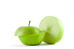 vert pomme découpé en tranches Photos stock