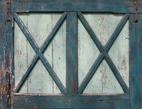 Verte porte en bois colorée vieille par turquoise Image stock