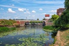 Vertedero de Avon del río cerca de Abbey Mill, Tewkesbury, Inglaterra imagen de archivo libre de regalías