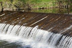 Vertedero en el río de BeÄva cerca de VsetÃn Fotografía de archivo libre de regalías