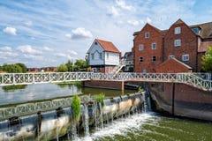 Vertedero y Abbey Mill, Tewkesbury, Inglaterra de Avon del río fotografía de archivo