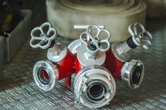 Verteiler für Feuerlöschschlauch stockfotos