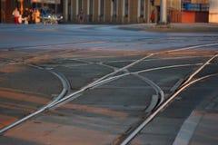 Verteilungsstationseisenbahn Schienen und Lagerschwellen Straßenunterhaltung und Transport Öffentliche Transportmittel die versch lizenzfreie stockfotos