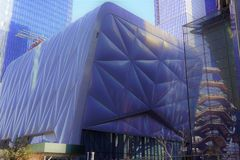 A vertente, centro cultural, decisão arquitetónica original, com embarcação atrás, Hudson Yards, o lado oeste de Manhattan, NYC imagens de stock