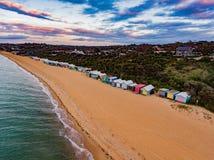Vertentes coloridas na praia na península de Mornington Fotografia de Stock Royalty Free