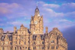 Verticaal beeld van de Balmoral-stad van de Hotelklok, Edinburgh stock afbeeldingen