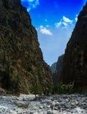 Verticaal levendig trillend berg gespleten landschap Stock Fotografie