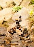 Vertical arqueado da ponte do seixo com fundo Fotografia de Stock Royalty Free