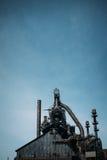 Vertical da construção de aço urbana Imagens de Stock Royalty Free