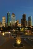 Vertical da skyline de Houston no crepúsculo fotos de stock