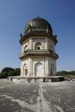 Vertical de dos pisos octagonal del mausoleo de Qutb Shahi Fotos de archivo libres de regalías