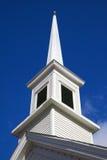 Vertical de la aguja de la iglesia imagenes de archivo