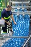 Vertical de la planta de la botella de agua Foto de archivo libre de regalías