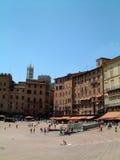 Vertical de la plaza de la tierra de Siena Fotografía de archivo