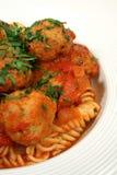Vertical de las bolas de las pastas y de carne del pollo Foto de archivo libre de regalías