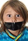 Vertical del niño pequeño del silencio Imagen de archivo libre de regalías