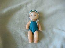Vertical do bebê da boneca do vintage fotografia de stock