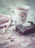 Vertical do estilo do vintage do bolo e do coffe da brownie Foto de Stock
