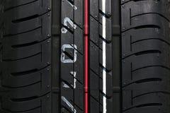 Vertical do pneumático do carro Fotos de Stock