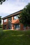 vertical för byggnadsfacadekontor Royaltyfria Bilder