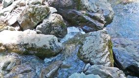 vertical för flod för panorama för berg för 3 hdrbilder vattenrörelse nära stenarna arkivfilmer