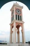 vertical för klockadoha torn Arkivfoto