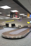 vertical för reklamation för flygplatsbagagekarusell Arkivfoto