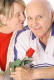 Vertical feliz del beso de las tarjetas del día de San Valentín Fotografía de archivo