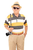 Vertical shot of a mature tourist with sunglasses Royalty Free Stock Images