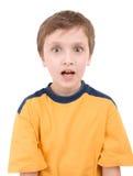 Verticale étonnée de garçon image libre de droits