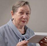 Verticale aînée heureuse de femme Photographie stock libre de droits