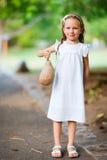 Verticale adorable de petite fille Photographie stock