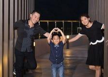 Verticale asiatique de famille images stock