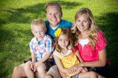 Verticale attrayante de famille photo stock