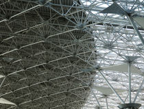 Verticale bleue abstraite de construction de plafond Photographie stock libre de droits