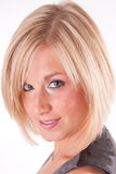 Verticale blonde attrayante de fin de femme Images libres de droits