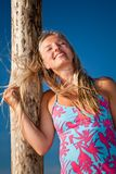 Verticale blonde caucasienne normale de femme Photos libres de droits